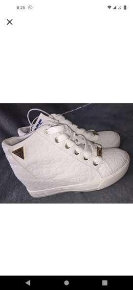 Zapatos casuales nuevos