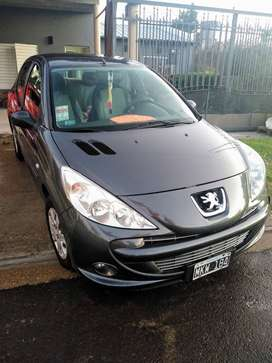PEUGEOT 207. 2013. IMPECABLE!!