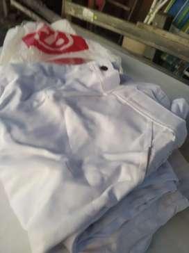 Vendo pantalón y camisas gabardina blancas