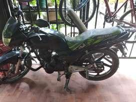Vendo moto akt negro, no seguro, no tecno; único dueño
