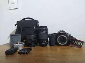 Cámara EOS 20D con 3 lentes y accesorios.