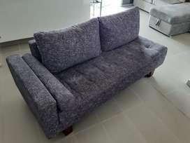 Sofa en color gris - excelente estado