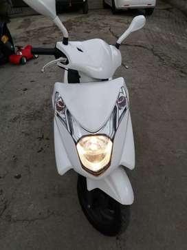 Se vende hermosa moto honda elite