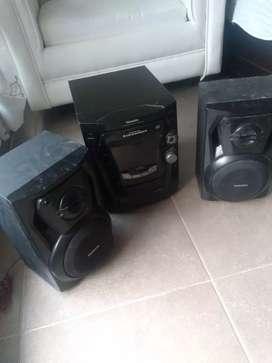 Equipo de sonido con cd y caset marca Panasonic FM. Y am