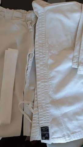 Karategui usado- Tora N38 Niño c/cinturon IMPECABLE
