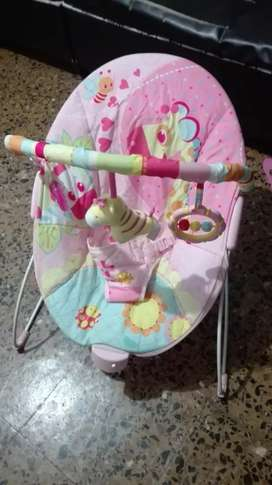 Vendo silla mesedora vibradora para bebé