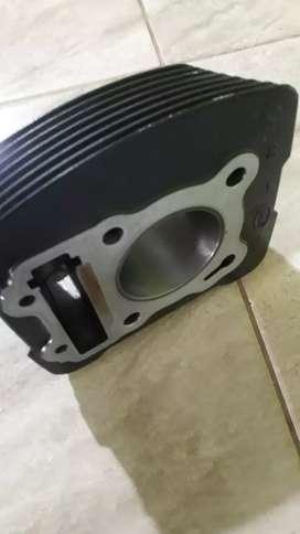 Se vende cilindro de moto Suzuki 150 + 50