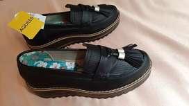 Zapatos marca aquiles nuevos T 35