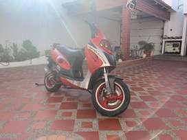 Vendo barata moto automática motor 150cc impecable