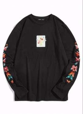 camiseta con estampado floral y mariposas con envio gratuito