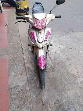 vendo moto unica dueña motivo viaje