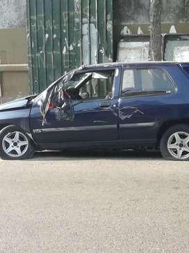 Renault clio 98 para repuestos.