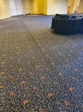 Vendo lote de 1000 m2 de alfombra usada  de categoria