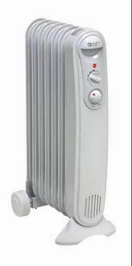 Comfort Zone 1200-Watt Oil-filled Radiant Tower Indoor Electric Space Heater with Thermostat