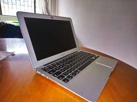 Macbook Air 11 pulgadas ; core i5-128GB + carcasa y protector de teclado.