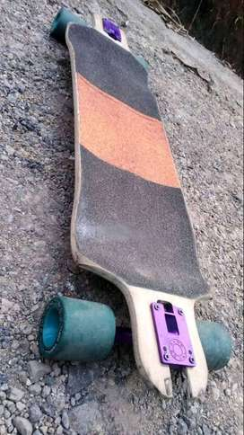 Longboard de downhill Landyachtz swithblade con Trucks Caliber II semiprecisión, ruedas sector steam rollers