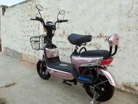 Flamante moto eléctrica
