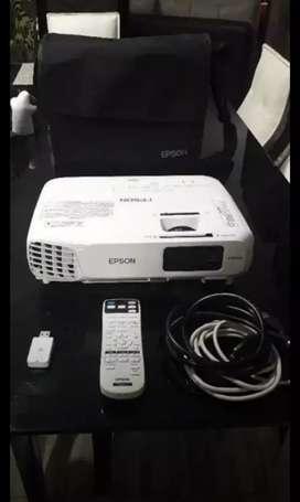 Oferta... vendo o cambio video beam epson powerlife x24+ de 3500 lumens... tiene 2 meses de uso!