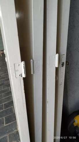 5 Puertas usadas con cerradura y picaporte