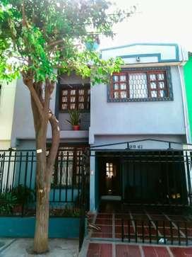 Venta de casa familiar, excelente  ubicación  en la ciudad de Sants Marta