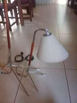 Lámpara de pie y mesa