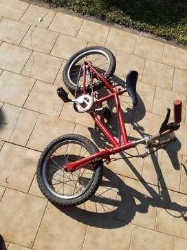 Bicicleta Niño A Reparar Ruedas