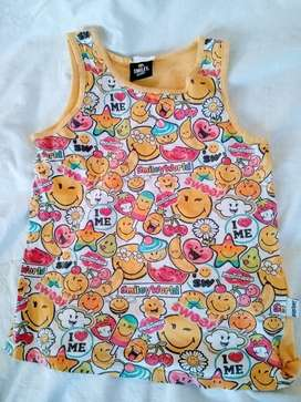 remera Musculosa Smiley World hermosa talle 6