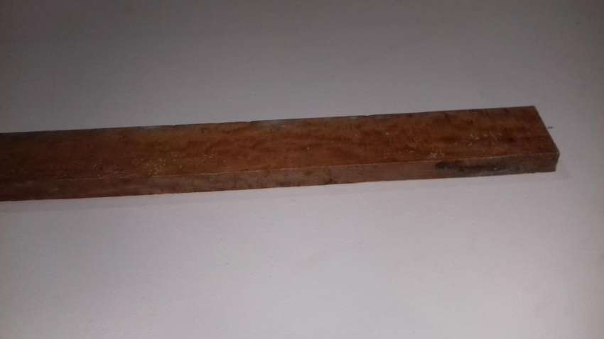 Guatambú algo flameado muy estacionado para mástil de guitarra o bajo. 0
