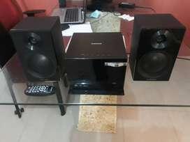Minicomponente Samsung excelente estado, MP3, CD, Auxiliar (Microfono, cel,etc) USB, Radio, Control remoto, graba, etc;