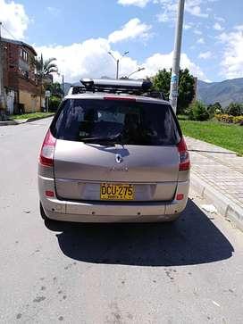Vehículo amplio para familia numerosa,muy cómodo,Renault grande scenic,2010/tipo station wagon o camioneta.