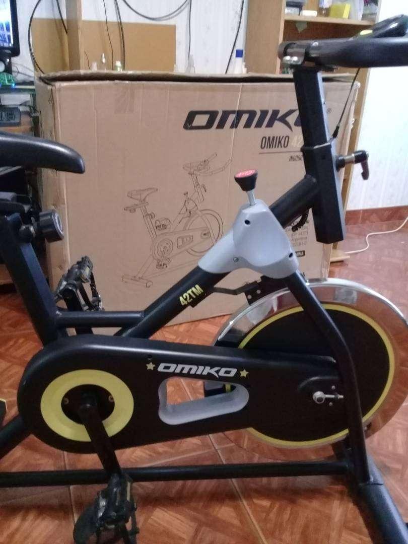 Bicicleta fija para ejercicio. 0