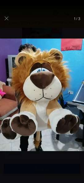 León grande de peluche