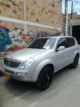 Vendo espectacular Rexton 2.7 full equipo
