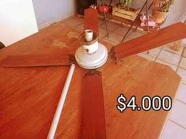 Ventilador de techo con luz y paletas de madera