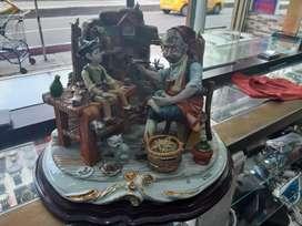 Se vende porcelana figura pinocho