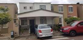De oportunidad Hermosa Casa 4 Dorm Villa del Rey frente al Parque