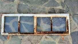 ventana de hierro  apertura de un solo paño  alto: 40cm  ancho: 1,25m