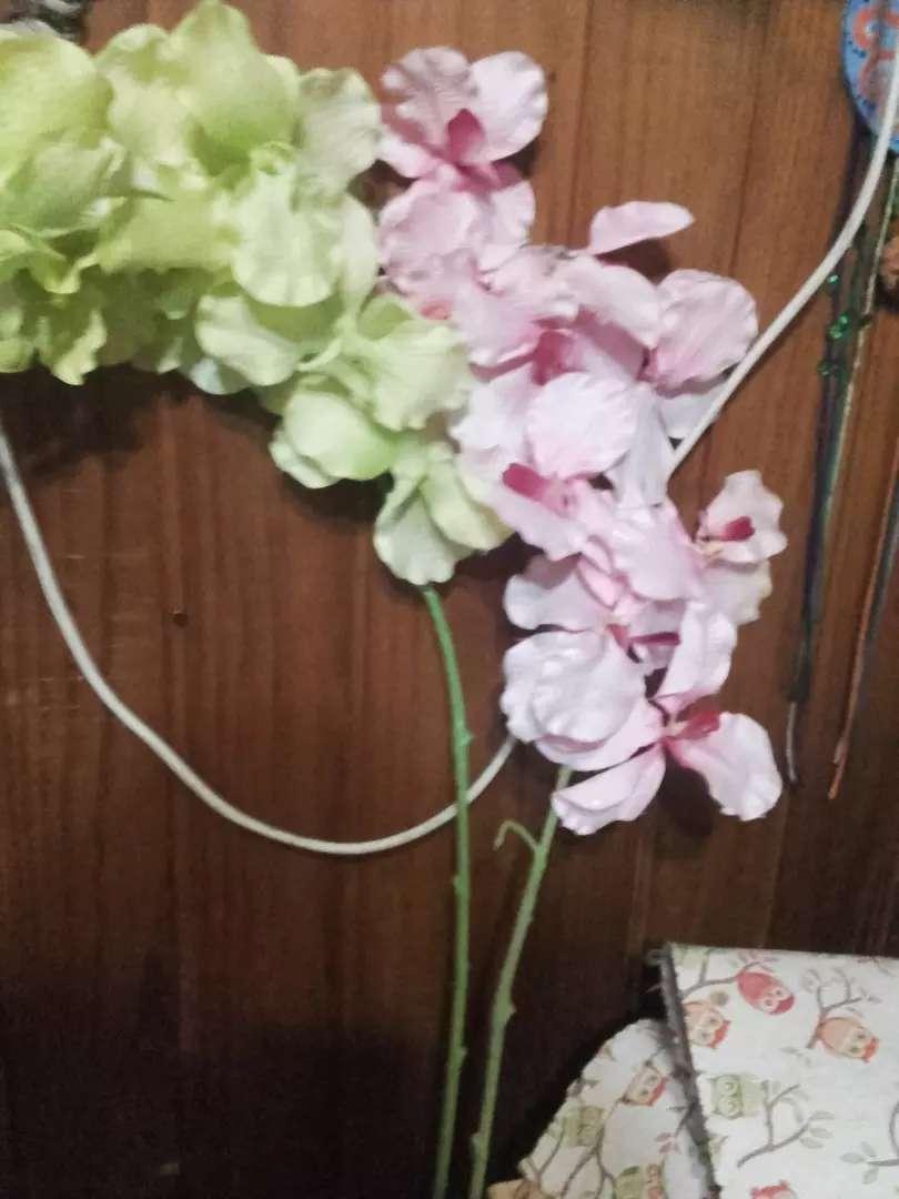 Flores artificiales varas nuevas en buen estado 0