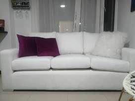 Hermoso sofá blanco casi nuevo