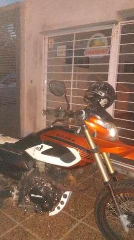 Vendo moto único dueño todos los papeles