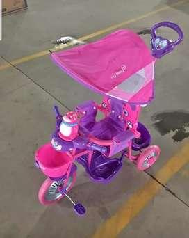 Triciclo de.nenas