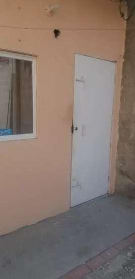 Alquilo habitacion en la Alborada