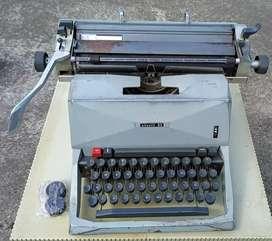 Máquina de escribir Olivetti 82