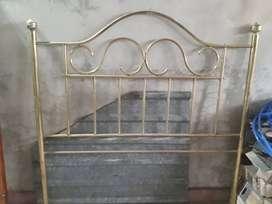 Respaldo de cama de bronce