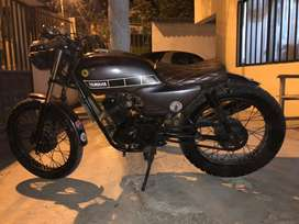 Moto yahama modificada a cafe racer