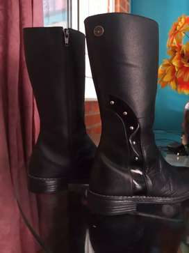 Hermosas botas en cuero