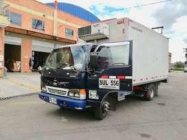 Camión Chevrolet NPR con furgón en fibra y thermoking