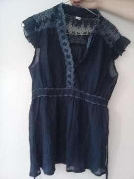 Camisola azul con encaje Talle S