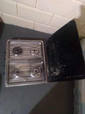 Vendo  cocineta de 4 ornillas original Durex solo tres funcionan bien una esta como tapada Ubicada al norte de Guayaquil