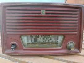Máquina de escribir, radio Antigua, vinilos y cuadros